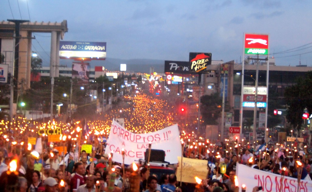 Tegucigalpa 26th June 2015 - a river of Antorchas protesters demands an end to corruption